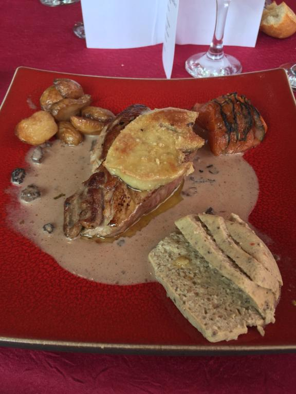 14 Magret de canard rossini et ses morilles et chataignes