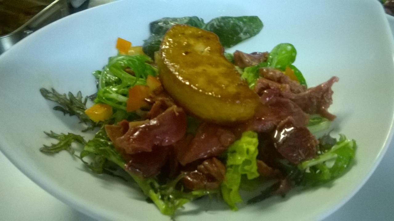 Salade landaise au foie gras poêlé