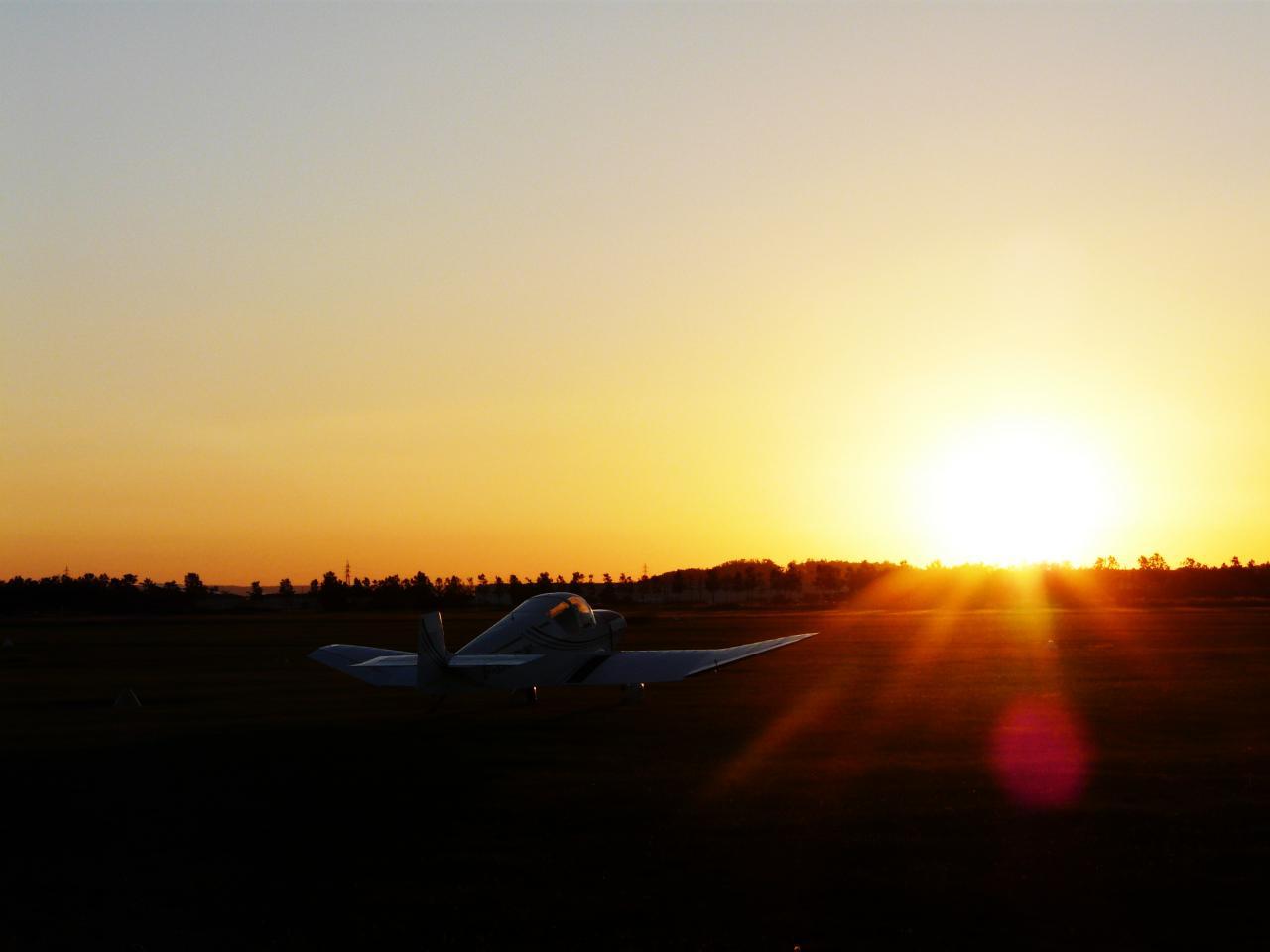 9 Levé de soleil au dessus du Rhône en DR 400 (Jour le plus long)