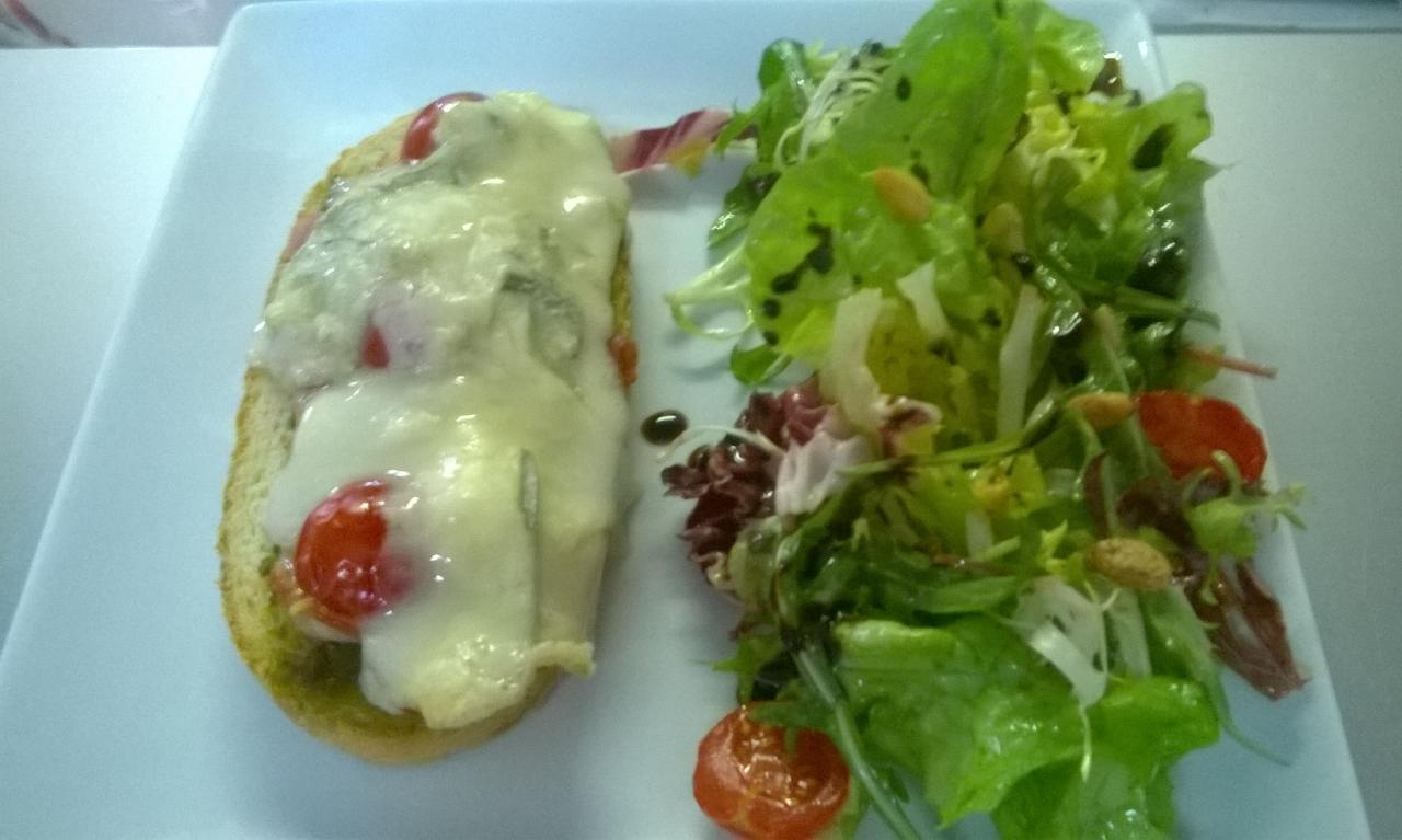 Bruschetta au gorgonzola et jambon cru