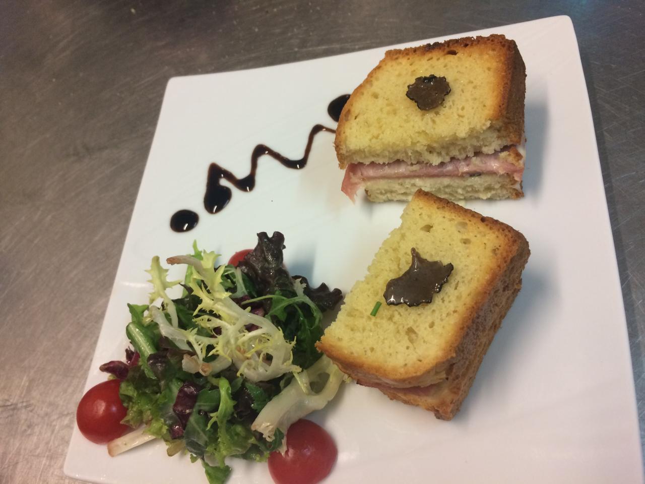 Croque-Monsieur à la truffe d'été et sa salade