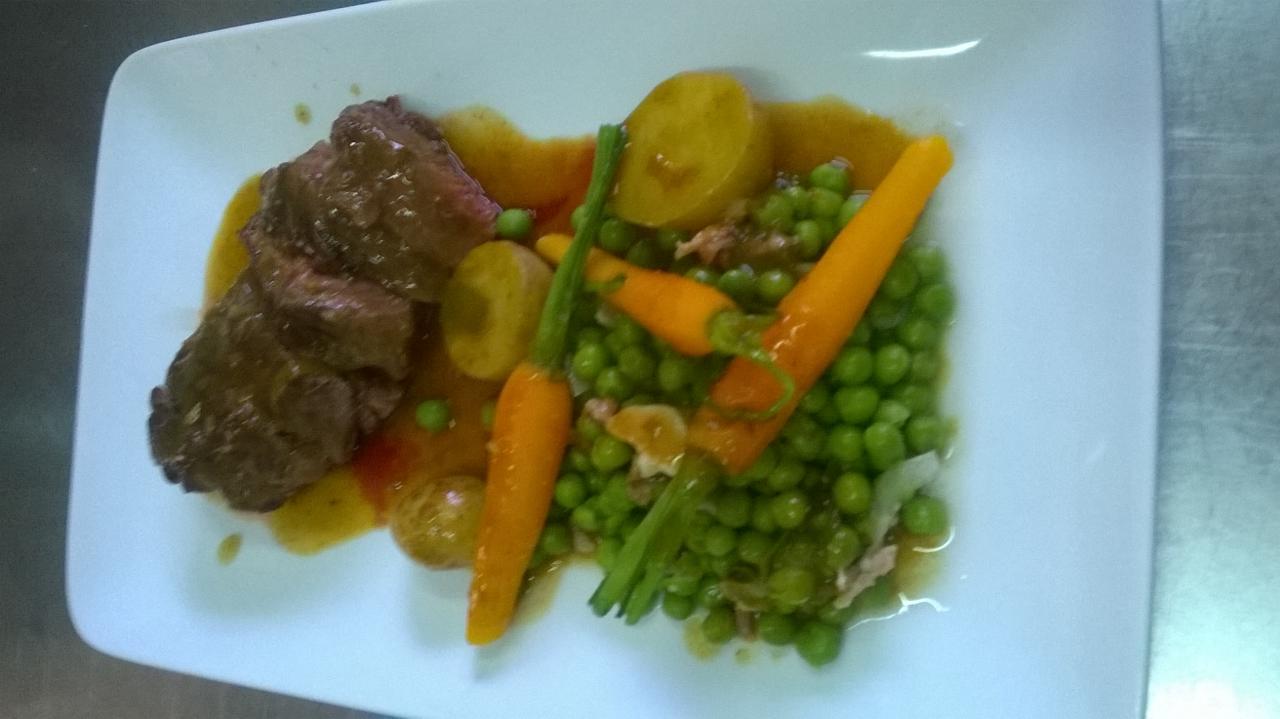 Onglet de veau à l'estragon, printanière de légumes