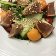 Salade d'été au thon mi cuit