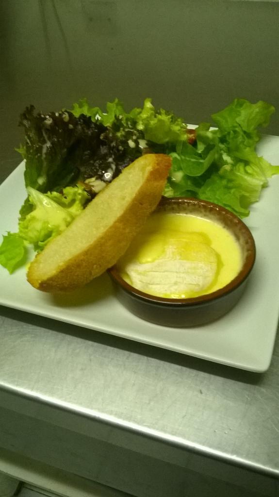 Salade au St Marcellin rôti