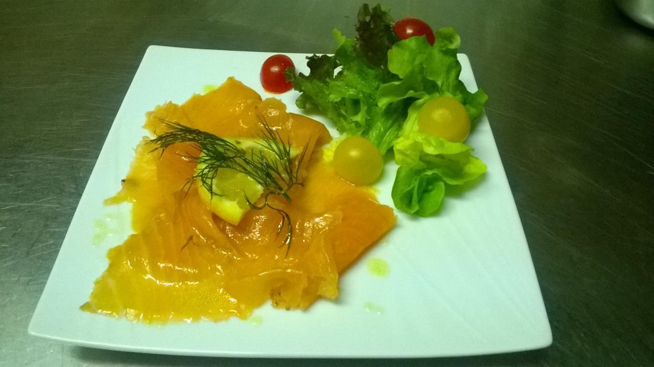 Saumon mariné à la coriandre et à l'aneth
