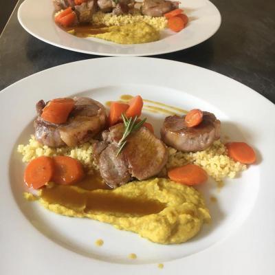 Noisette d'agneau façon tajine, carottes confites et purée d'artichauts aux épices